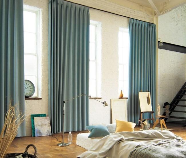 Rèm vải màu xanh tinh tế, hiện đại với chất vải rũ nhẹ khiến không gian căn phòng trở nên lãng mạn và tinh tế hơn. Vải 1 lớp nhưng vẫn che nắng hiệu quả, đồng thời đón ánh sáng tự nhiên dễ dàng hơn