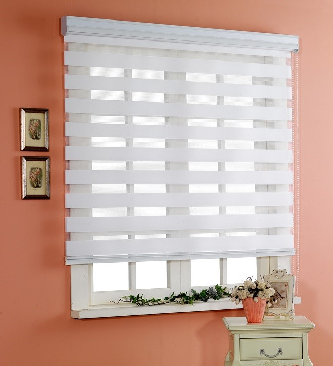 Rèm cuốn phù hợp lắp đặt ở các ô cửa sổ để cản nắng, cản gió và cản nhiệt