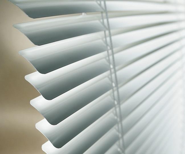 Rèm sáo nhôm màu bạc sang trọng, cách nhiệt tốt và dễ dàng vệ sinh